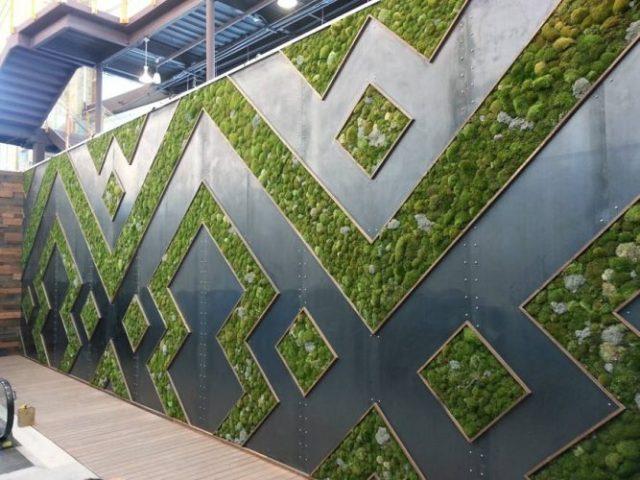 Habillage de façade avec une décoration végétale