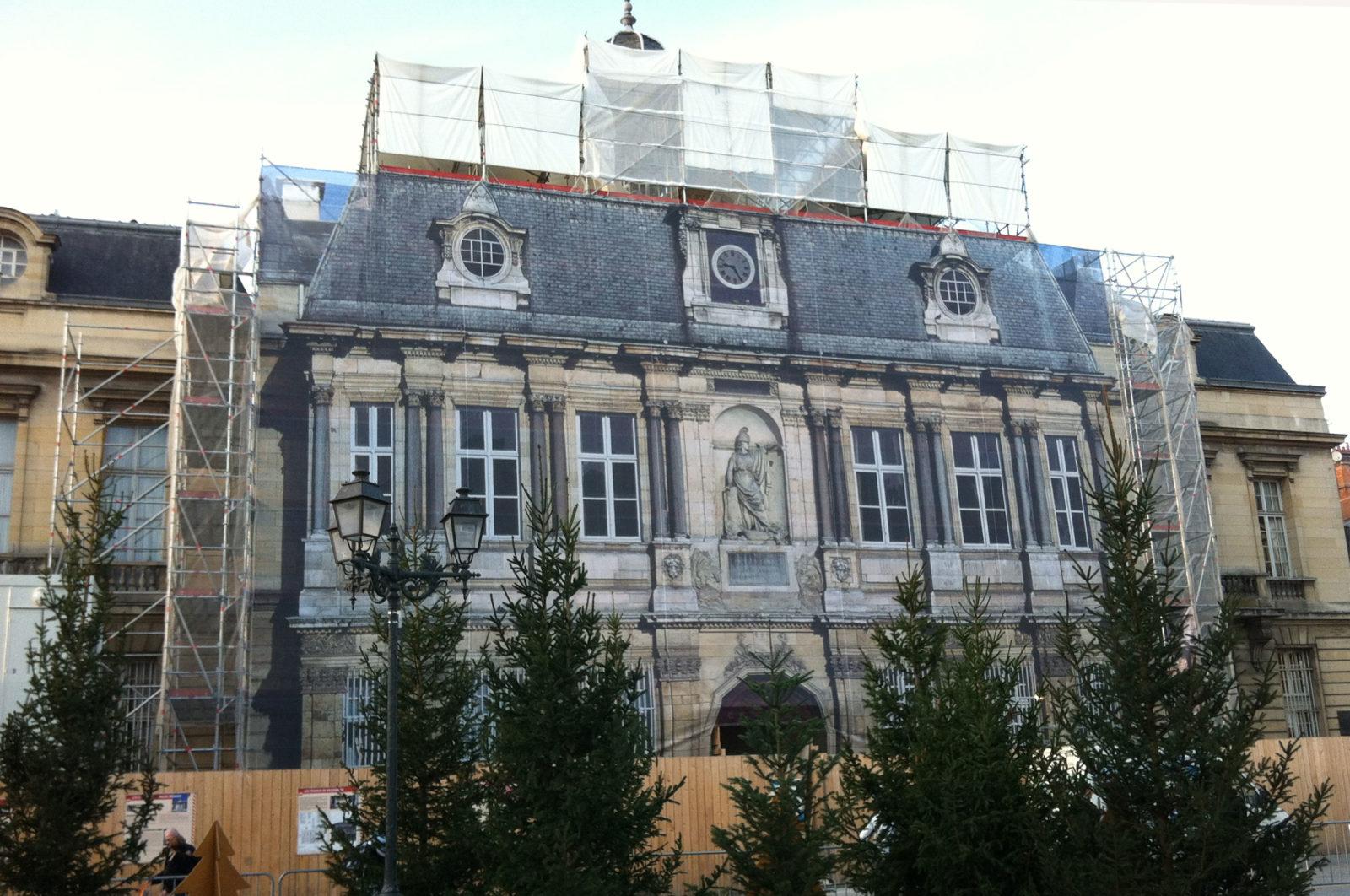 bache-monument historique-hotel-ville-troyes-2