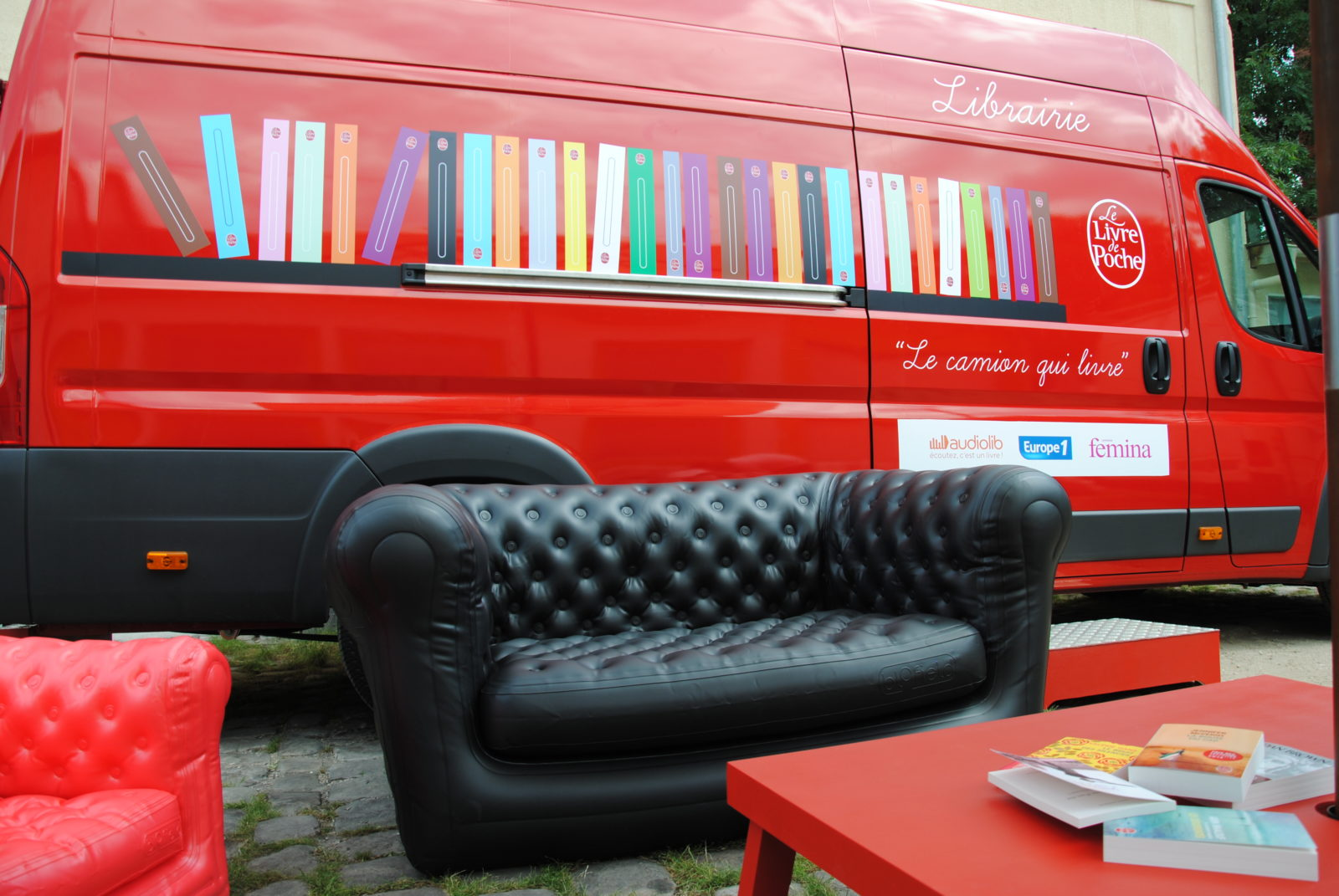camion-librairie-celize-amenagement-interieur-covering