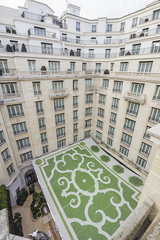 habillage-chantier:bache-grand-format-travaux-hotel-georgeV