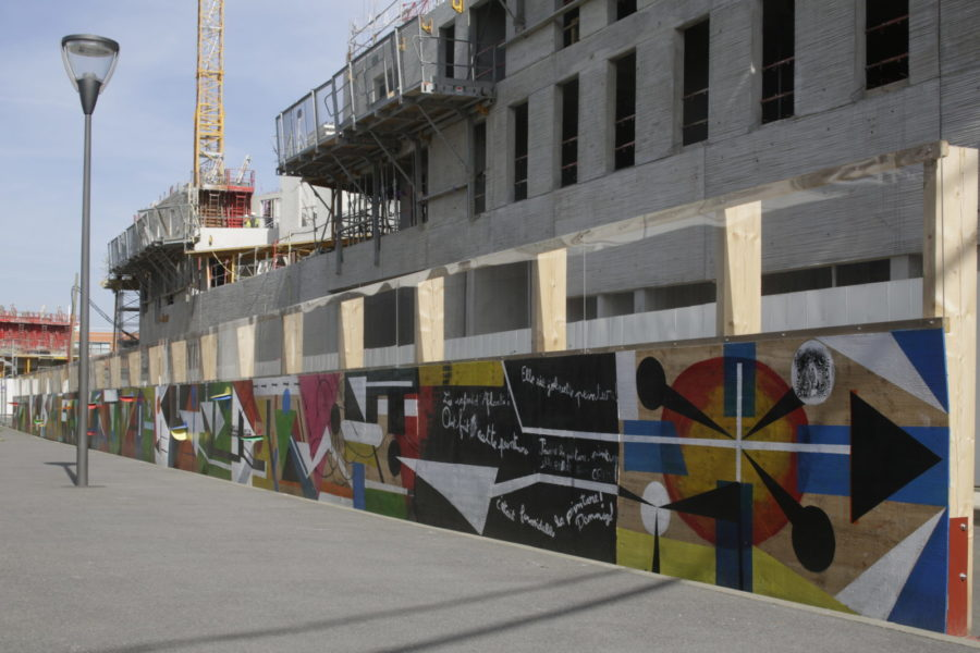 palissade-chantier-bois-enfants-streetart